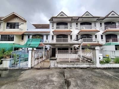 5 Bedroom Townhouse for Sale in Watthana, Bangkok - Townhouse for sale, 4 floors, area 41 sq m. Soi Ploy Wichit Village. Pridi Banomyong Soi 41, Sukhumvit Road, Sukhumvit 71, Soi Pridi Banomyong, Phra Khanong, near Ekkamai-Thonglor, near Donki Shopping Mall