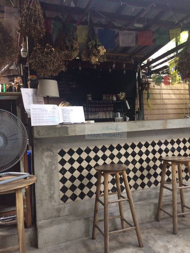 9 bedroom guesthouse for sale with a bar and restaurant, 44 sq m of land, good location on Khao San Road (Khaosan Guest House For Sale)