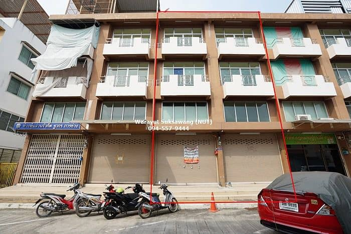 House for sale Pracha Uthit Home Office 3.5 storey building, Pracha Uthit 117, near the main road, just 30 meters.