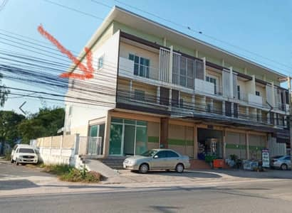 Commercial Building for Rent in Mueang Nakhon Ratchasima, Nakhonratchasima - Rent a 2 and a half storey commercial building next to the road near the market, 5 meters wide, with a side left.