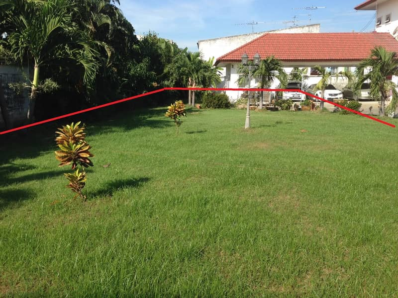 Land for sale 150 sq. w. Fill it up and then fence and divide the land for sale (it is a residential house) at the mouth of the alley next to the main road