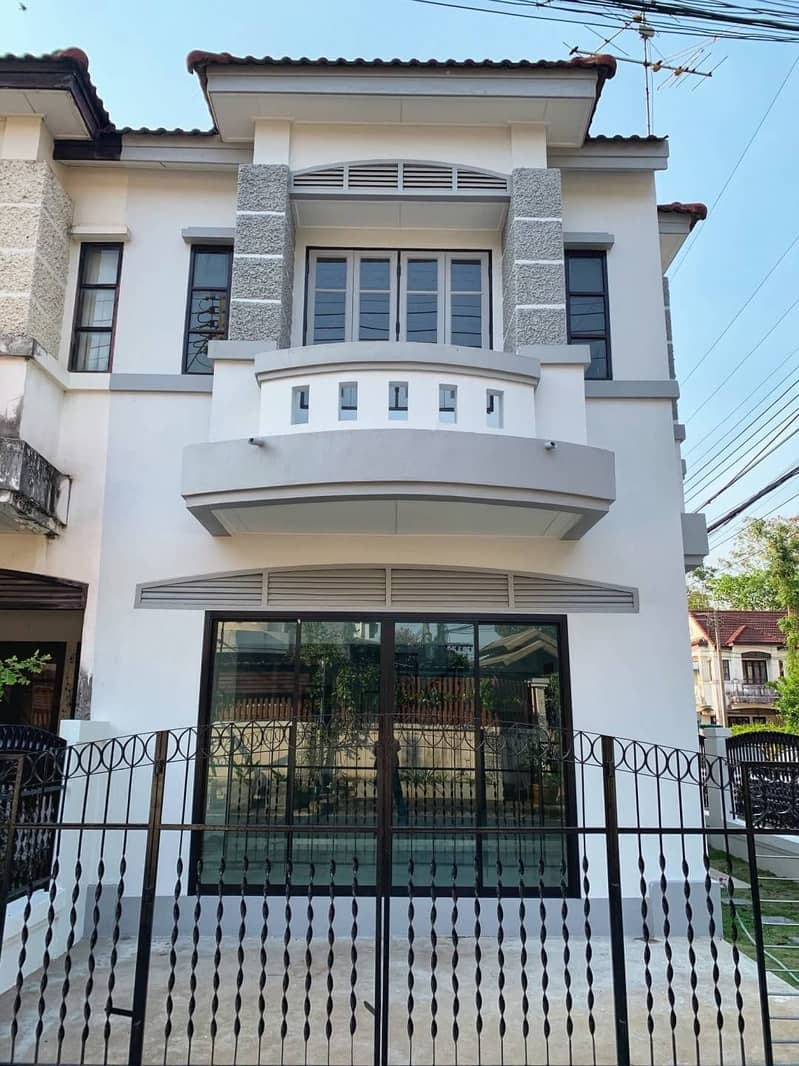 SK 266, beautiful townhouse, 2 floors, corner room of the alley, good location