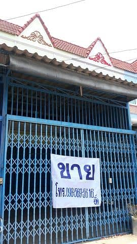 Commercial Building for Sale in Taphan Hin, Phichit - Selling a 2-storey building and a half in the community area