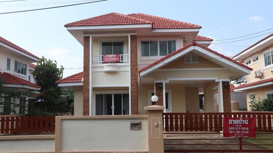 3 Bedroom Home for Sale in Mueang Lop Buri, Lopburi - House for sale in Ban Lalisa Village, Lopburi. 80.9 square wa in front of the garden The best location of the project