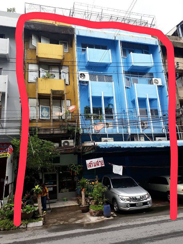 Samrong commercial building for sale, 3 booths.