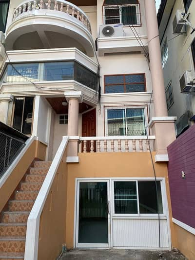 Townhouse for rent in Soi Chom Chan Near 7-11, big-c