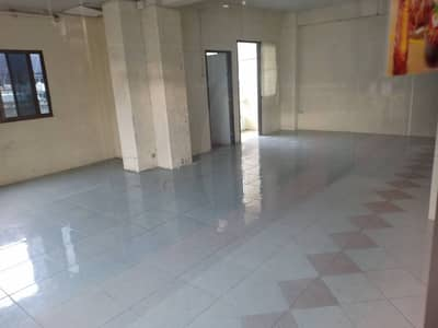 Office for Rent in Phra Pradaeng, Samutprakan - Space for rent under the apartment building, the room for rent on the street.