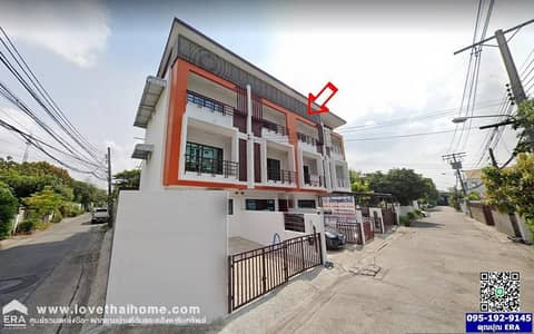 4 Bedroom Townhouse for Sale in Lat Phrao, Bangkok - New 3-storey townhome for sale, Ladprao 93, using red brick near the yellow line train.