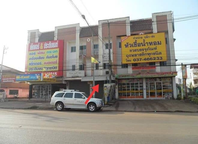 Commercial building for sale, 3 floors, 1 booth