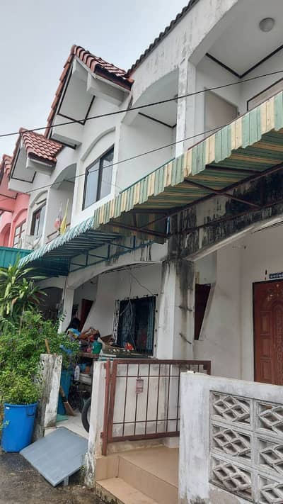 2 Bedroom Townhouse for Sale in Ko Sichang, Chonburi - House for sale But need to improve the house a bit old I want a technician to inquire. It is convenient to visit the house. Can you negotiate the price? Homeowners transfer by themselves