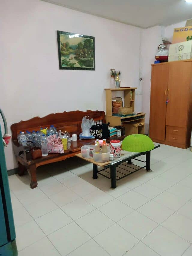 Eua Arthorn apartment for sale (Tha It), A. 3, 2nd floor, 33 sq m. 1 bedroom, 1 living room, 1 bathroom, balcony, air conditioning and fan. Convenient transportation near many shops.