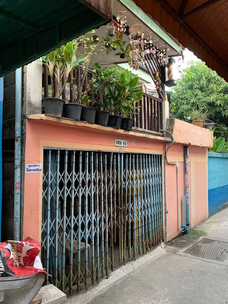 House for sale in area 17 square meters behind BIG C Bang Pakok (negotiable Easy to talk, the owner sells by himself)