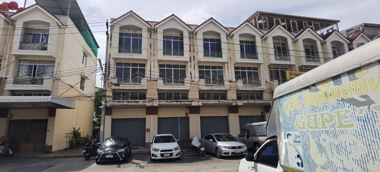 For rent, townhome, 38 sq m, 2 booths, 2 pairs, Suprungruang University, Prachauthit 33, intersection 10