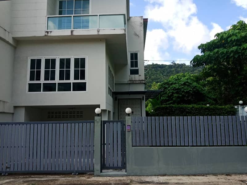 Townhouse for sale or rent near Patong Beach.