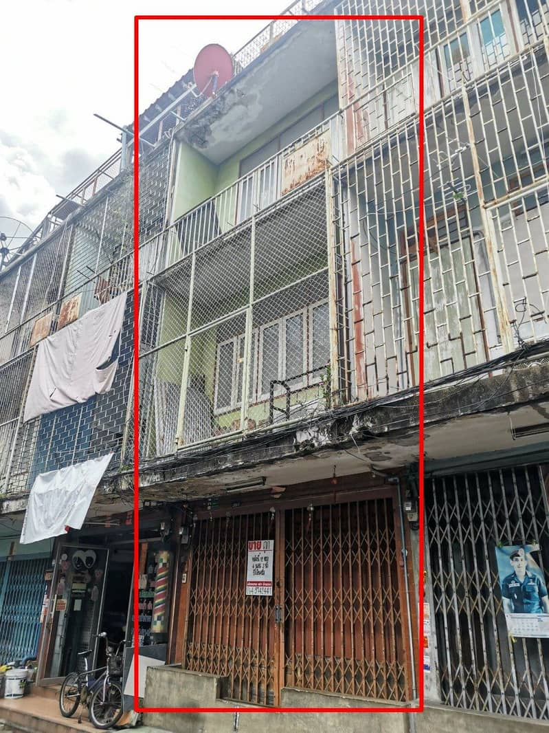 Cheap shophouses for sale in prime location Soi Thadin Daeng 16, 4-storey building, suitable for hostel and homestay residence
