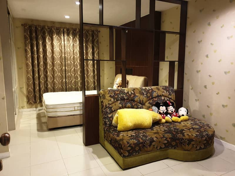 Rent 5500 baht at The Center Rangsit, next to Zeer, express, there is one room, beautiful decoration too.