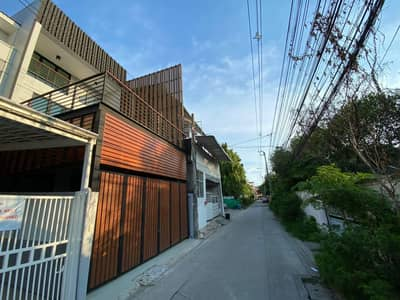 4 Bedroom Townhouse for Sale in Phra Khanong, Bangkok - Townhouse for sale, Udomsuk 41, good location, all new, near BTS Udomsuk