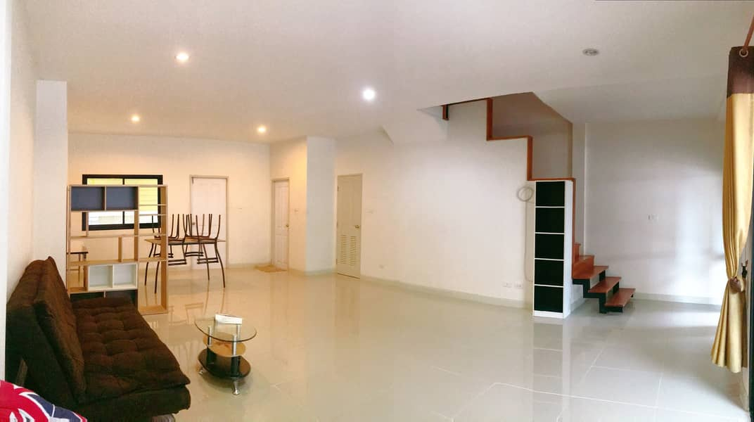 Rent a two-story townhouse. Palm Hill Tiger Village