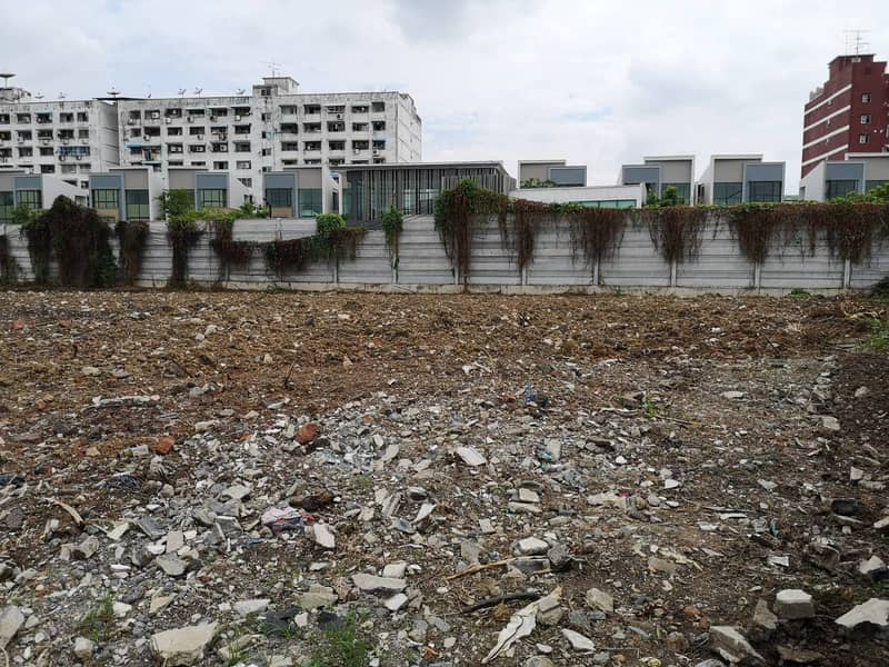 Sell or rent 2 rai of land, Soi On Nut 17, Intersection 17, through development.