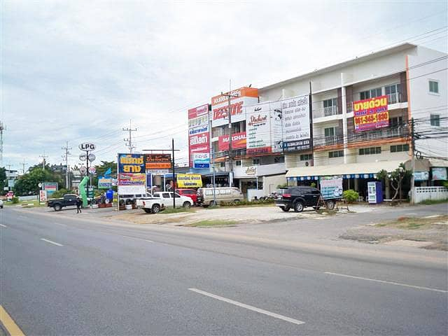 Commercial building, Soi Sattahip, Sukhumvit 87, Soi Thetsaban 87, 3 commercial buildings, can be divided into 1 booth and 2 booths near Bamrungsit Suksa School. Royal Navy