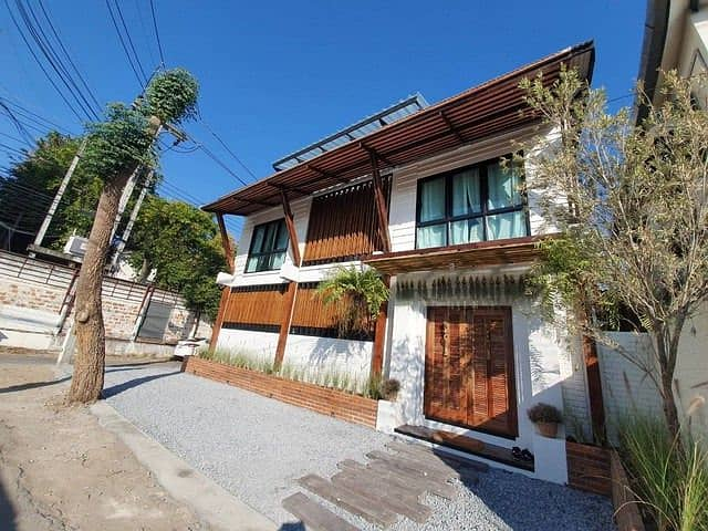 Villa for sale in Kasalong With swimming pool In the Chiang Mai moat, an area of 42 square meters, near Phra Sing Temple, Walking Street