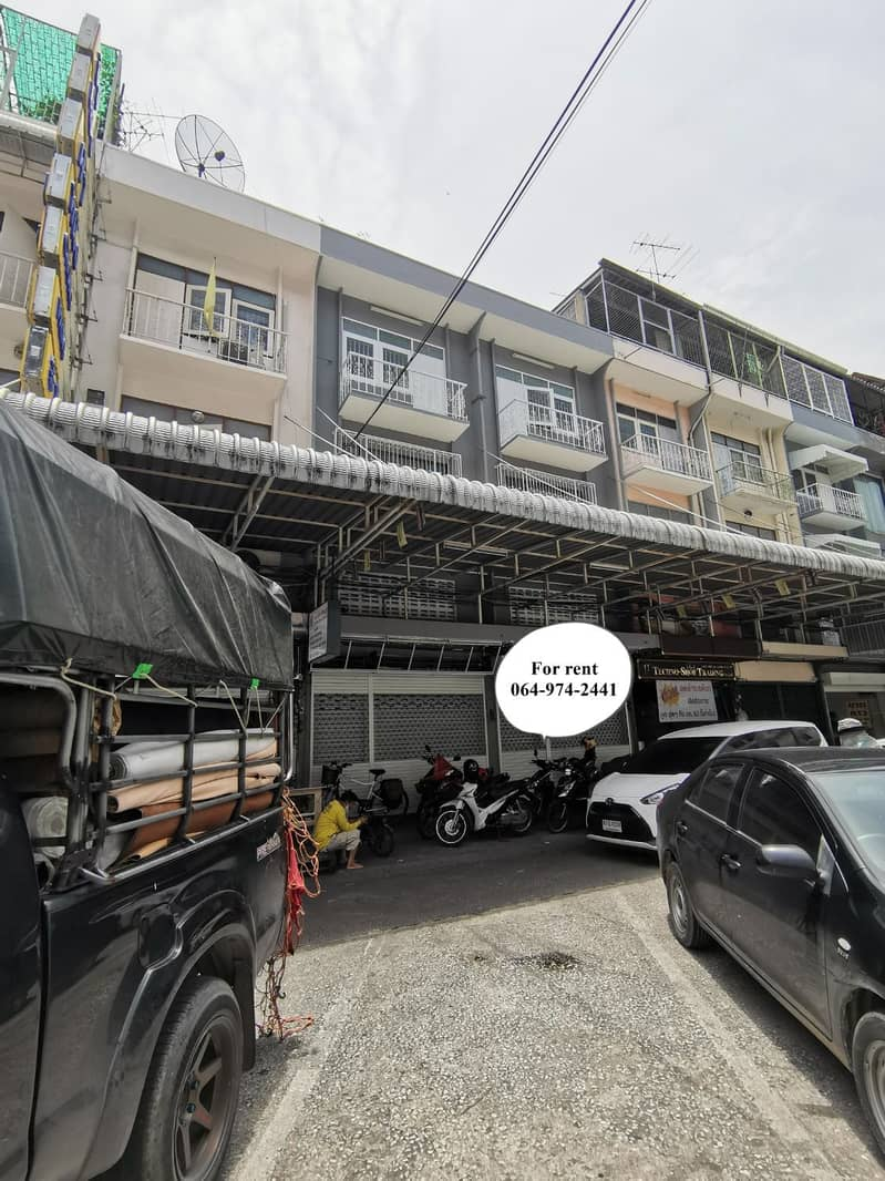 3.5-storey office building, 2nd floor, renovated booth, suitable for storing things, making Hostel, office near Wong Wian Yai, Tha Din Daeng, Icon Siam, Sampeng, Yaowarat, Charoenrat