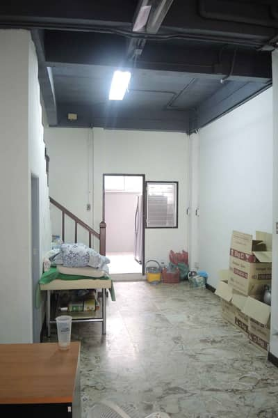3 Bedroom Townhouse for Rent in Huai Khwang, Bangkok - 3-storey townhome for rent in Suthisan-Ratchada area