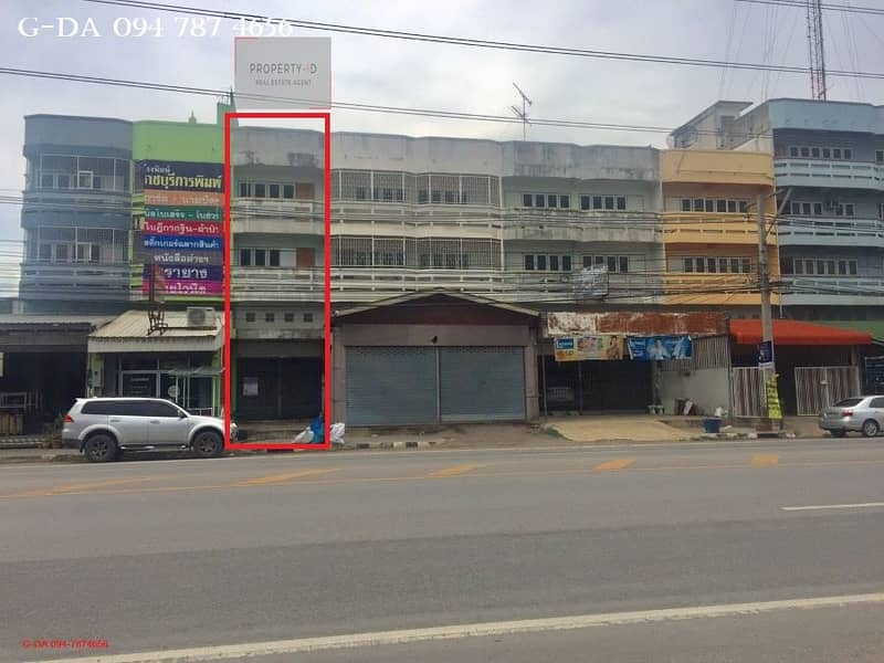 Quick sale, cheap sale, large land Parking for the commercial building, Chedi Hak - Khao Ngu Road, Ratchaburi, near the city, next to the main road leading to tourist attractions.