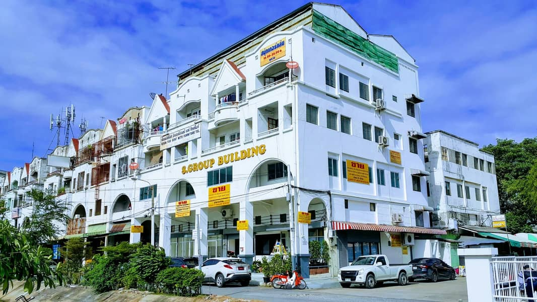 Office for rent At Bang Pu Industrial Estate, near Thanachart Bank, 16 accommodations, 5 office rooms (4 booths, 20 meters wide, 14 meters long, renovated) 0840017777
