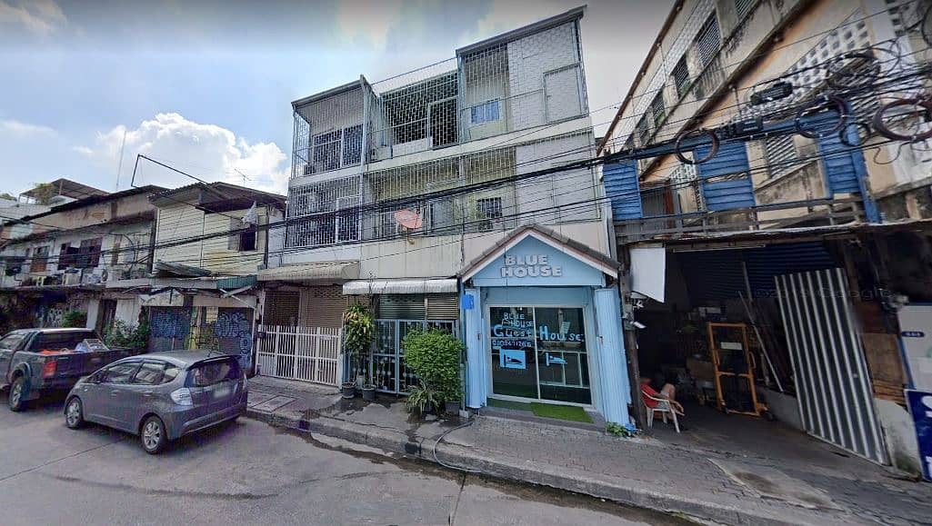 Rent a 3-story building and a half, Rong Mueang Road, next to Hua Lamphong Railway