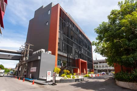 Office for Rent in Mueang Chiang Mai, Chiangmai - Ready-to-use office space to accommodate a growing team of up to 10