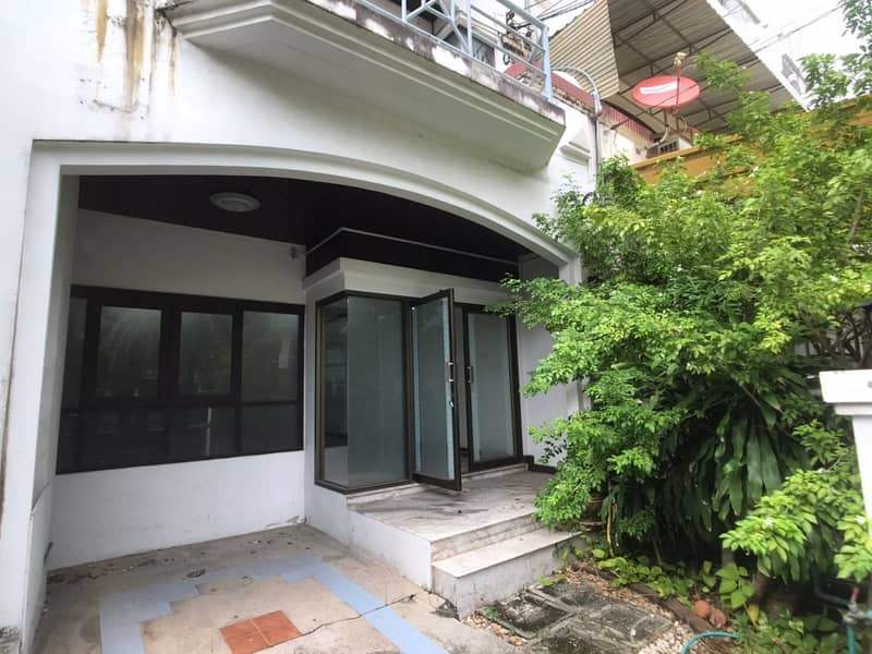 4-storey townhome for rent, Baan Suan Sue Trong Village Soi Pradit Manutham 10 Pradit Manutham Road Near along the CDC Express, Central East Ville