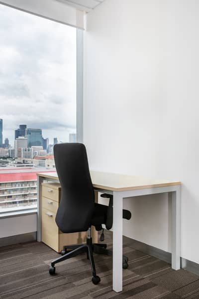 Office for Rent in Pathum Wan, Bangkok - Work your way in a private office just for you