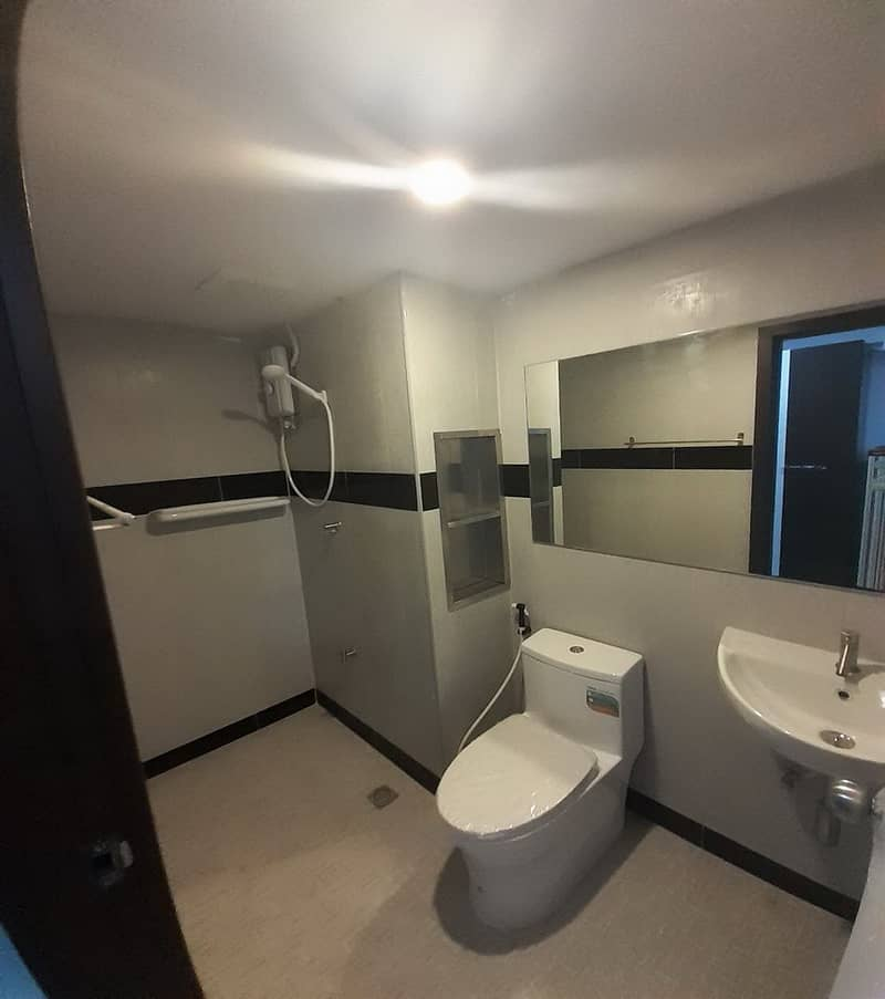 Newly opened rooms, cheap prices, near BTS Udomsuk, 300 m.