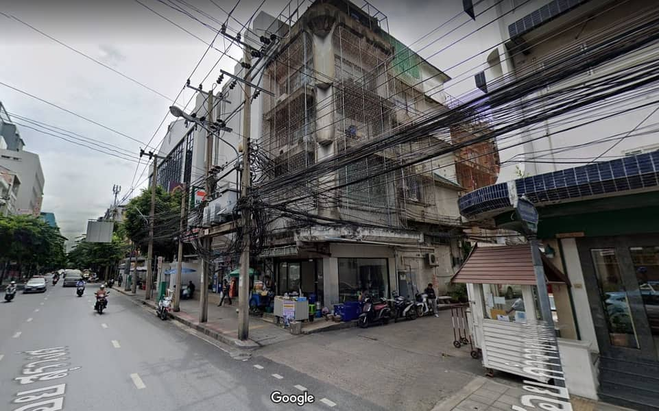 Commercial building for rent on the street of Soi Surawong Road