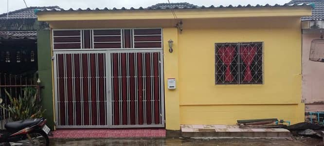 3 Bedroom Townhouse for Sale in Mueang Nakhon Si Thammarat, Nakhonsithammarat - Single storey townhouse for sale, 3 bedrooms, quick.