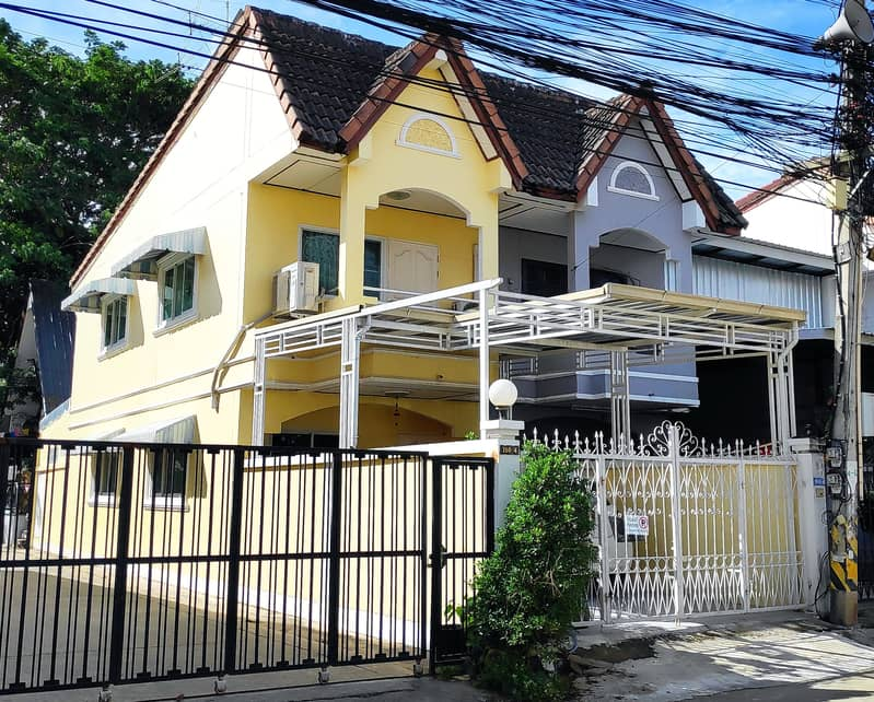 The city center, 2 floors, 2 bedrooms, 2 bathrooms, 1 park, fully furnished