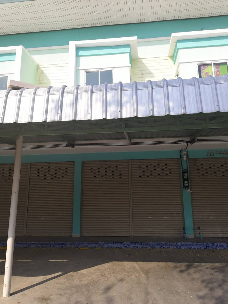 2-storey commercial building for sale, located in front of Nong Ya Sai Hospital, Suphanburi Province