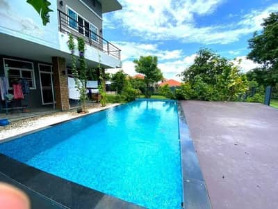 Beautiful modern pool villas for rent With lake view