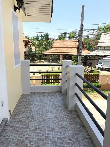Beautiful 2 bedroom 2 bathroom house located near Chiang Mai city. Close to Central Airport Plaza and Lotus Hang Dong.