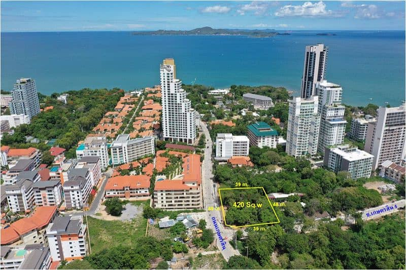 Long term land rental On Phra Tamnak Hill Land for rent in Pattaya Good location, next to the street corner, good atmosphere, beautiful view.