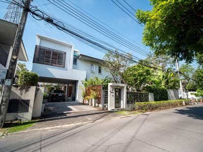 5 Bedroom Home for Sale in Suan Luang, Bangkok - 5 BR 133 Sq. W Rare Corner House for SALE at Noble Tara Pattanakarn! Near MRT Station! !