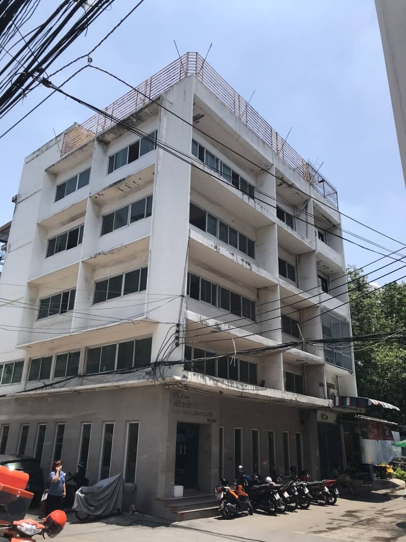 Commercial Building for rent in RAMA 4 available for Office spaces Warehouse size 825 SQM plus5 floor