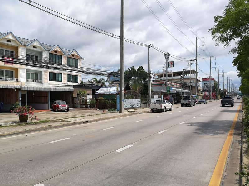 Sell-rent commercial building, good location Next to the central ring road near Promenade Chiang Mai