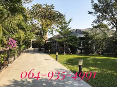 3 Bedroom Home for Sale in Don Mueang, Bangkok - Hot Price !! Selling cheap, great value !! Single house with swimming pool, size 335 sq. wa. , luxury decoration in European style, corner plot, next to Soi 2 side, good location in Don Mueang area, Soi Vibhavadi Rangsit 41, near Don Mueang airport.