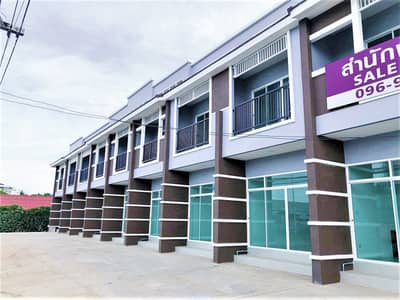 2 Bedroom Home for Sale in Pran Buri, Prachuapkhirikhan - 2 storey commercial building for sale . Special price of 1.99 million