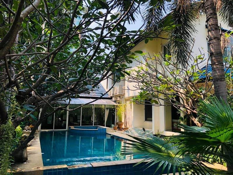 For Rent the Single house is located at the main road in Sukhumvit soi 31   Phromphong  area