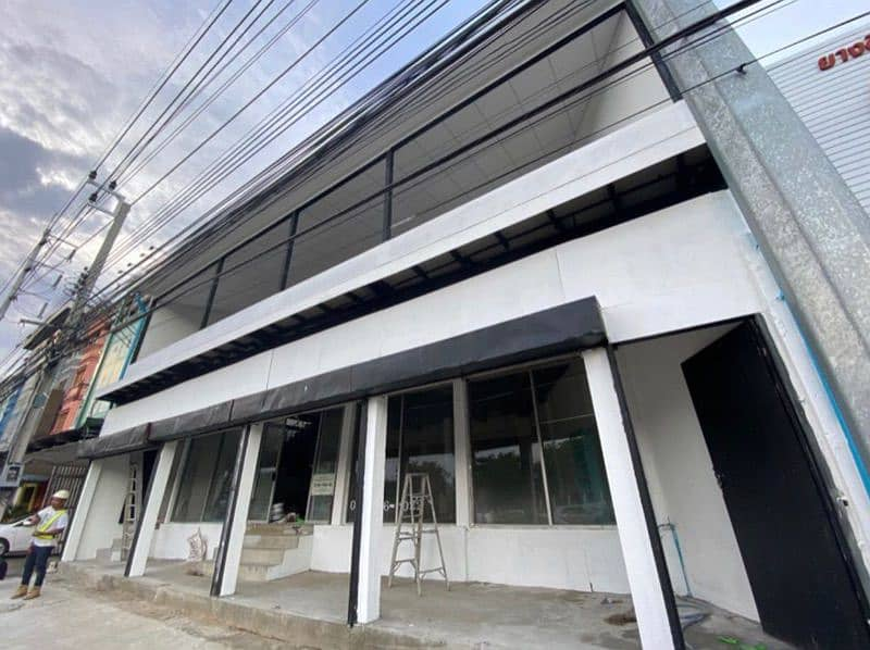 3-storey commercial building for rent next to Ramindra Road.