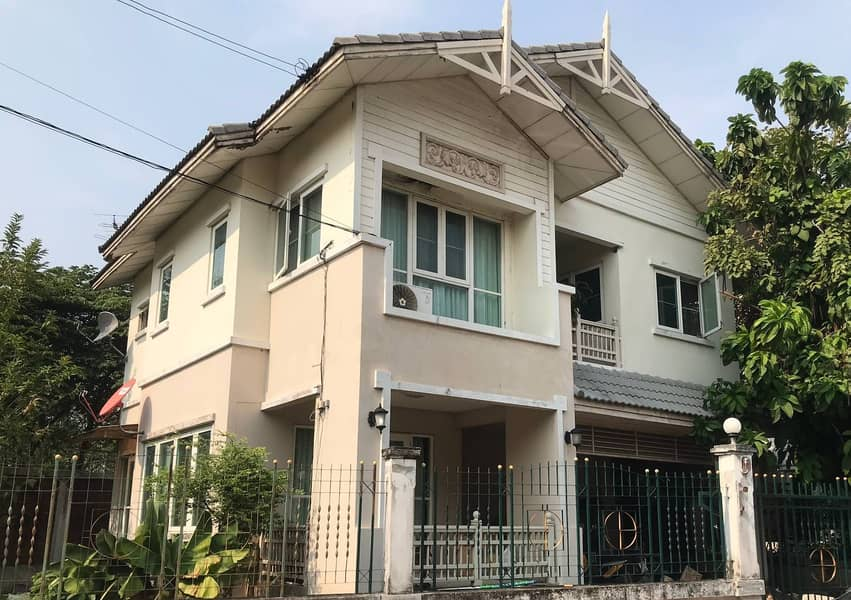 2 story detached house for sale, large house, behind the corner of the front phase, next to the main road Narisa Village Thonburirom