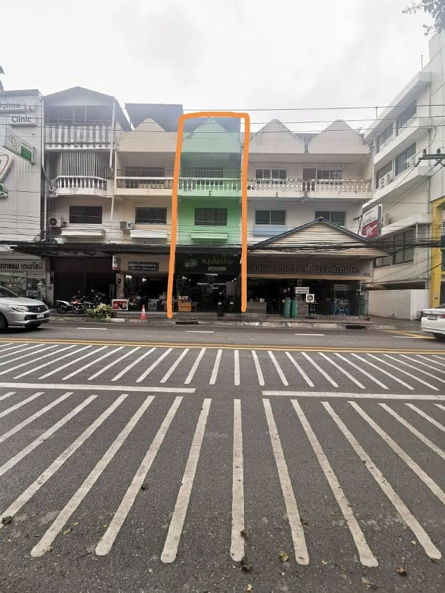 Commercial building for sale in the town of Na Radara near Central Phase